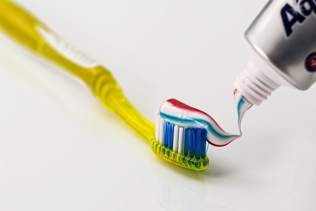 Sêmen usado como clareador dental