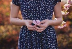 Sexóloga explica: é normal a menstruação atrasar?