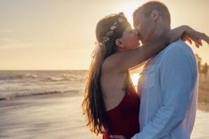 Como beijar de língua: 6 dicas para surpreender