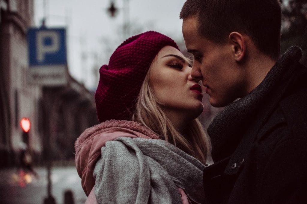 Como usar a boca no beijo