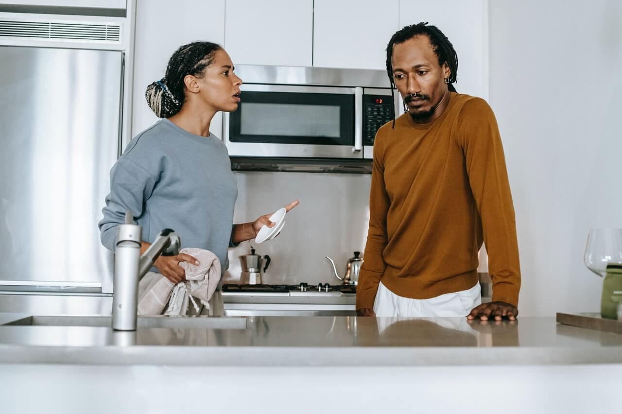 Cobrança e discussões prejudicam o sexo no casamento